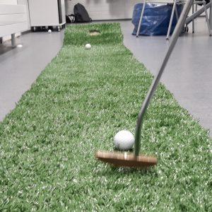 Puttimatto, puttipaila ja golfpallo