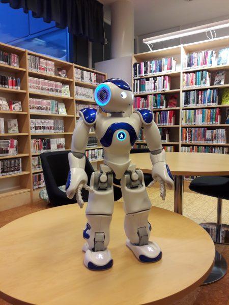 Robotti kirjastossa