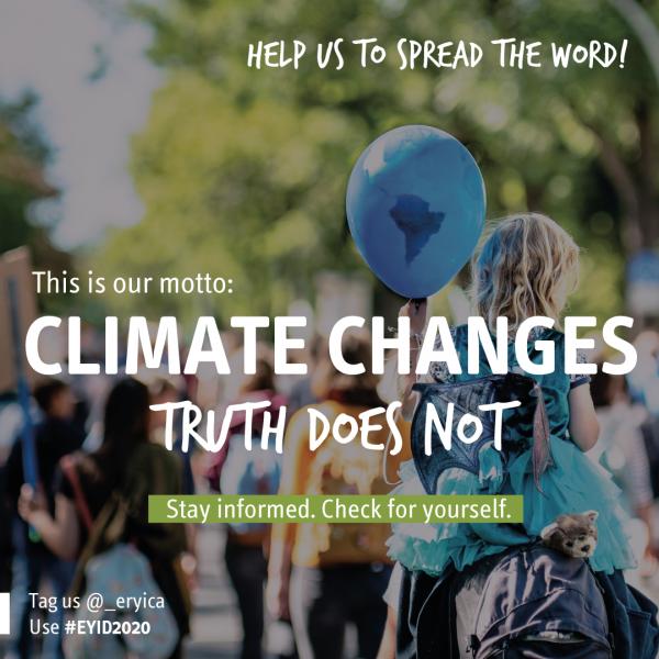"""Kuvassa ERYICA järjestön kampanja mainos euroopalaisen nuorisotiedotuspäivän kampanjalle. Kuvassa lukee englanniksi """"auta meitä levittämään sanaa! Meidän mottomme on: Ilmasto muuttuu totuus ei. Pysy informoituna, tarkista itse. Tesktin taustalla on kuva väkijoukosta."""